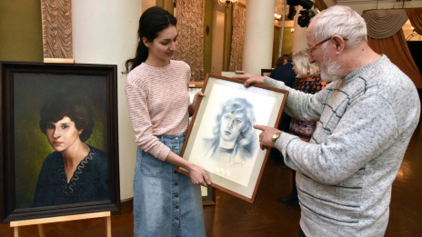 Paintings begin to be exhibited in lobby of Voronezh Opera Theatre