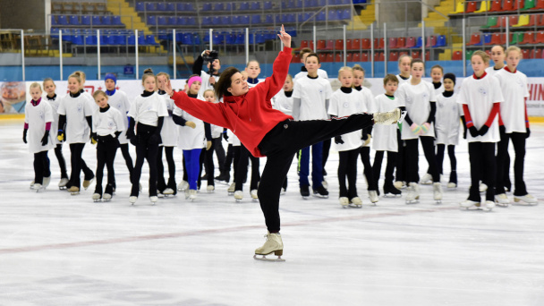 Olympic champion Adelina Sotnikova holds master class for Voronezh figure skaters