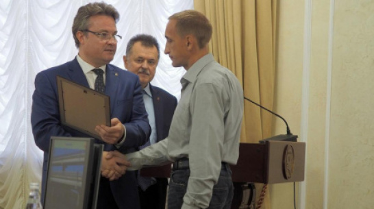 Rescuers of girl who jump from Severny Bridge are awarded in Voronezh