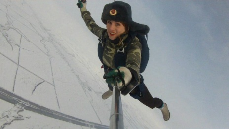 Voronezh sportswoman makes selfie while sky-jumping