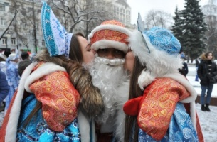 Drummer Ded and Moroz from Congo. 7 lively characters of New-Year's parade in Voronezh