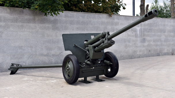Restored divisional cannon is returned to Chizhovsky Bridgehead in Voronezh