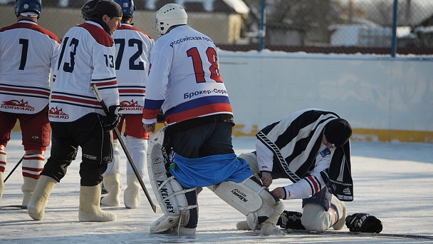 Russian press stars win the first CFD valenki hockey tournament
