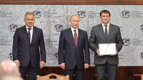 Vladimir Putin presents certificate of merit to Voronezh Region resident