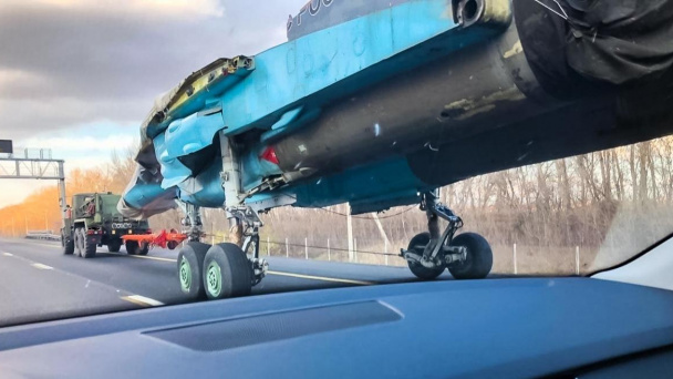 "American media is surprised by Su-34 bomber ""flying"" along Voronezh highway"