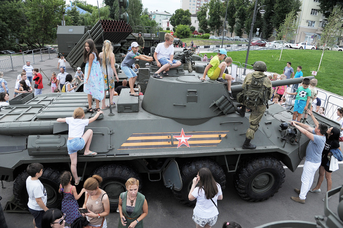Exhibition of modern military equipment is held on Sovetskaya Square in Voronezh