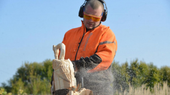 People of Voronezh. Chainsaw woodcarver Alexander Ivchenko